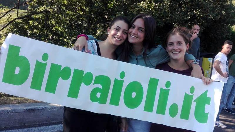 Ragazze con striscione Birraioli.it