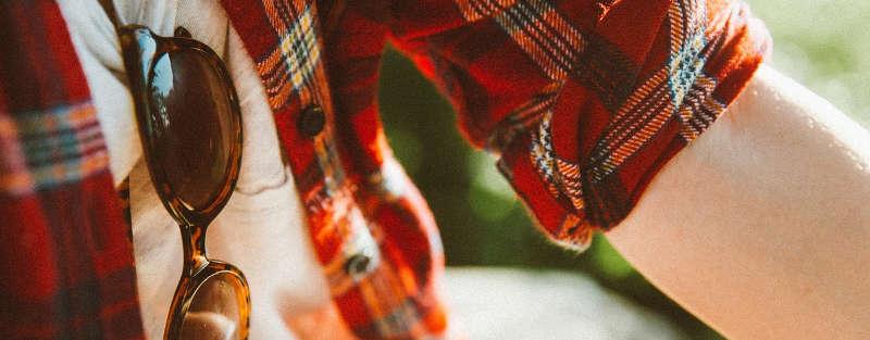 Come Vestirsi e Cosa Portare a una Festa della Birra